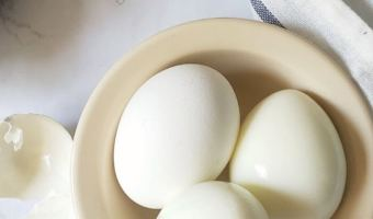 Eggs in a bowl with peeled skin.