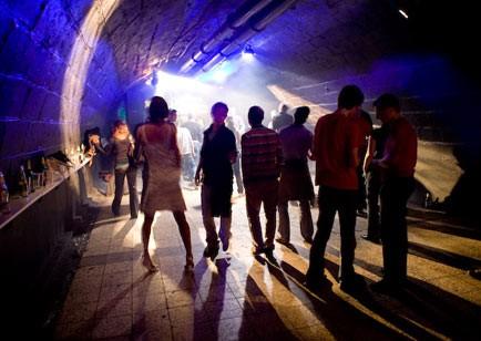 movida-discoteca-pub-locali-latina-r6sf4w