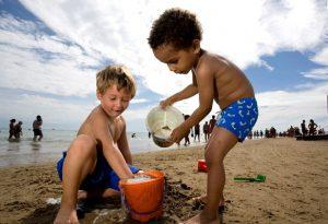 bambini-spiaggia-mare