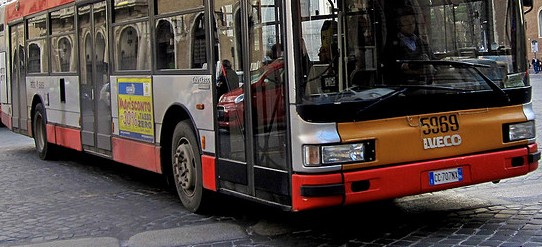 autobus-latina-45ddw542wf