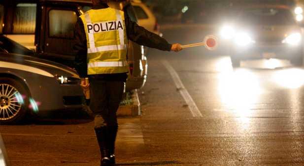 polizia-controllo-strada-latina-48762875653