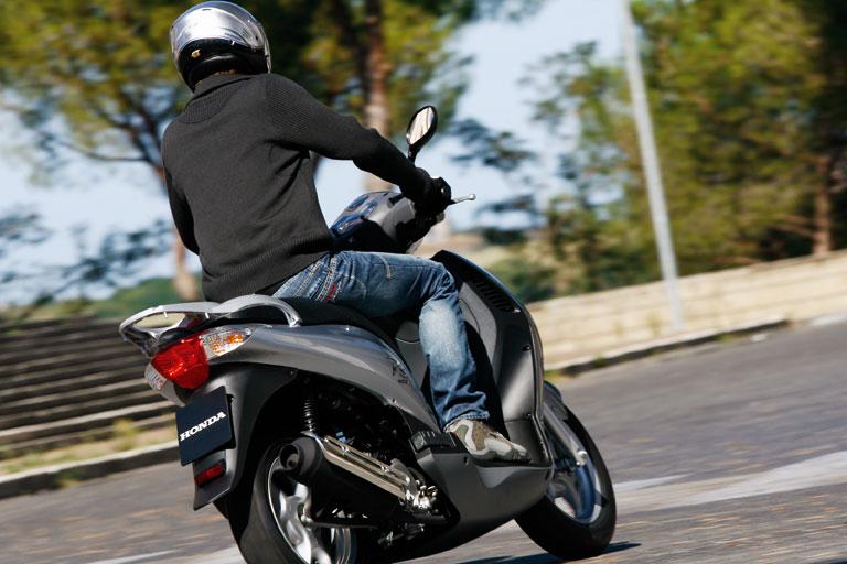 sicurezza-scooter-latina-7877871112