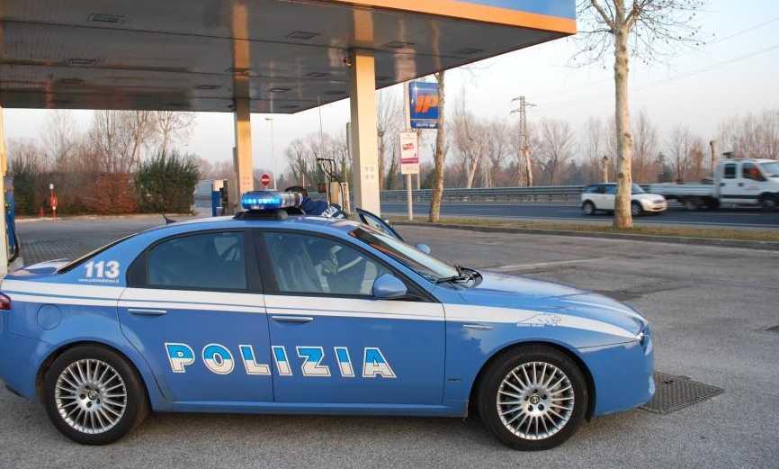 polizia-distributore-benzina-66225776