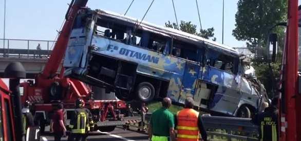 incidente-padova-morti-aprilia-pullman-00657623
