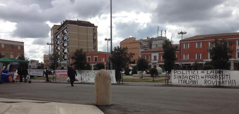 sfrattati-latina-piazza-popolo-76587924