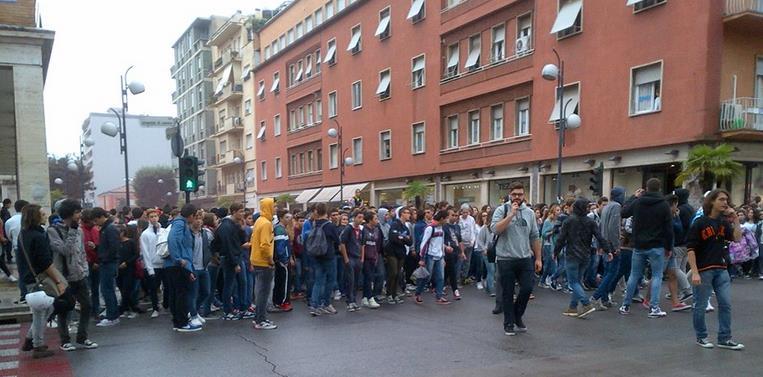 manifestazione-studenti-latina-24ore
