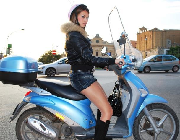scooter-casco-scodella-latina-ragazza