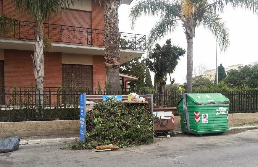 rifiuti-via-milano-cassonetto-latina24ore