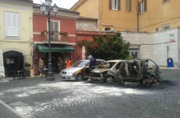 sezze-auto-incendiate-latina24ore