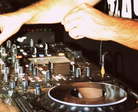 dj-discoteca-consolle