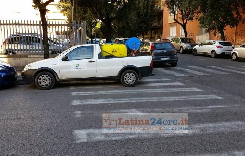 auto-latina-ambiente-parcheggio-selvaggio-latina