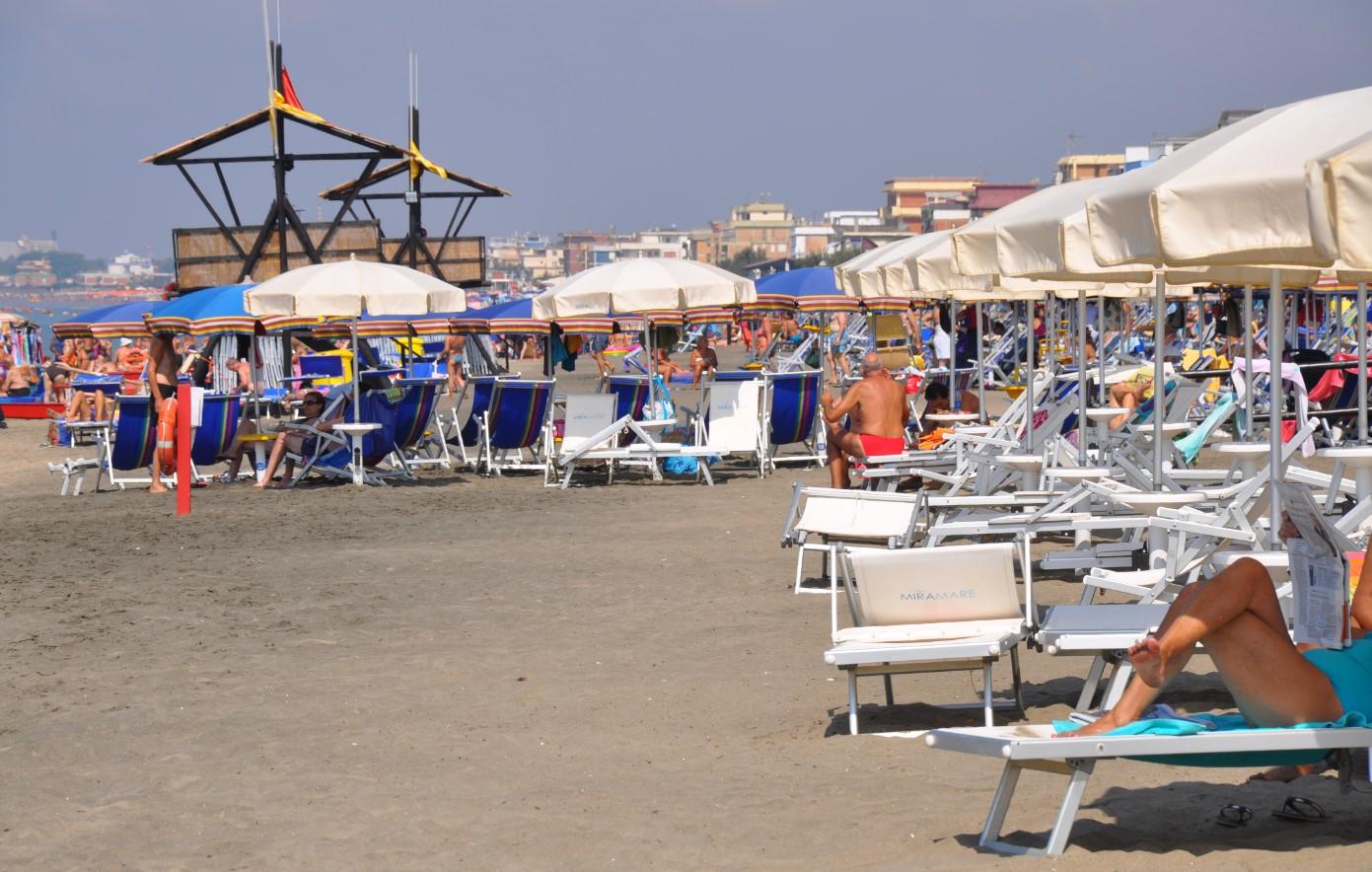 mare-latina-stabilimento-spiaggia-ombrelloni-latina24ore