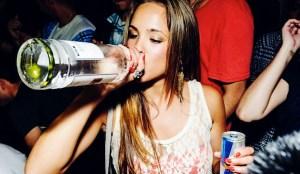 ragazza-alcol-binge-drinking