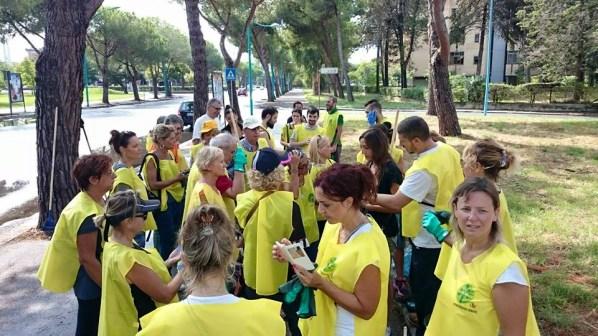 latina-pulizia-parco-santa-rita-volontari-1