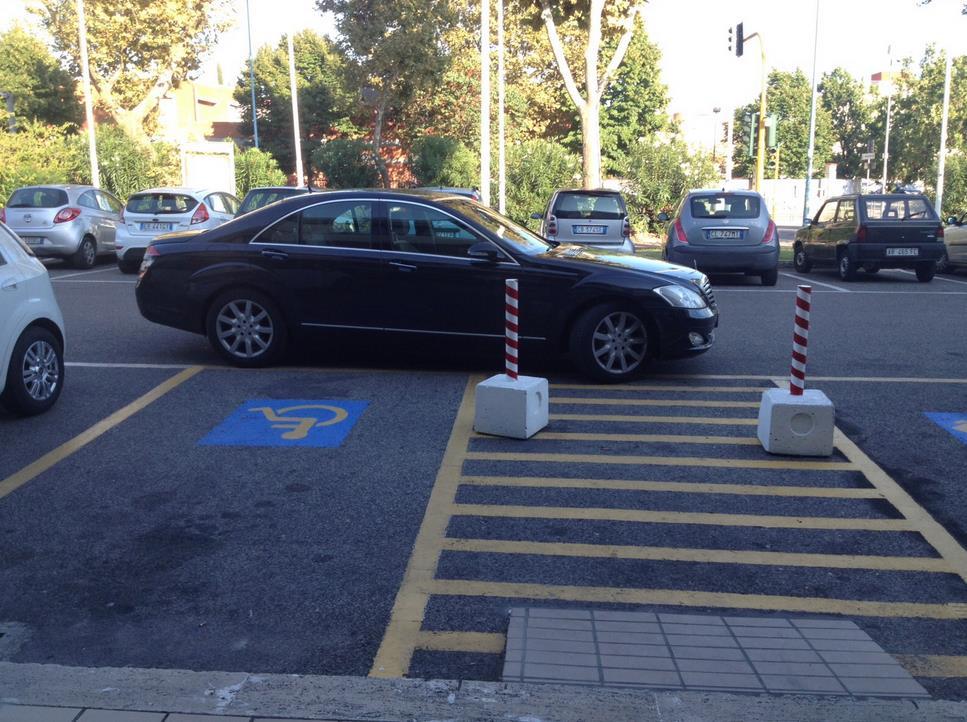 parcheggio-disabili-selvaggio-morbella-1