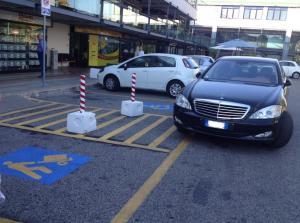 parcheggio-disabili-selvaggio-morbella-2