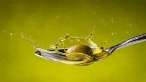 olio-oliva-cucchiaio