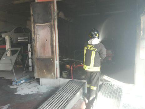 latina-vigili-fuoco-incendio-via-maira-1