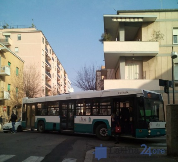 autobus-bloccato-latina-4