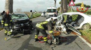 incidente-auto-vigili-fuoco-aprilia