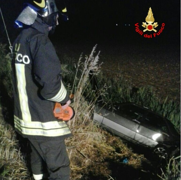 incidente-sezze-auto-canale-2016