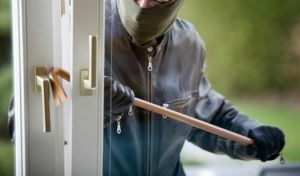 ladro-finestra-furto
