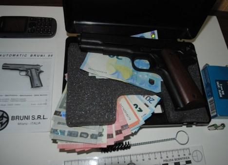 armi-rapina-farmacia-2