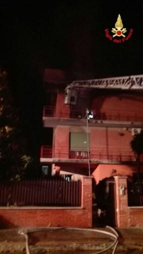 incendio-appartamento-aprilia