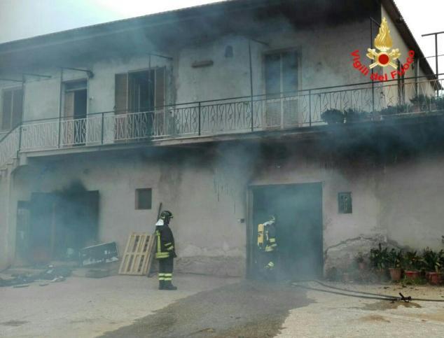 incendio-magazzino-aprilia