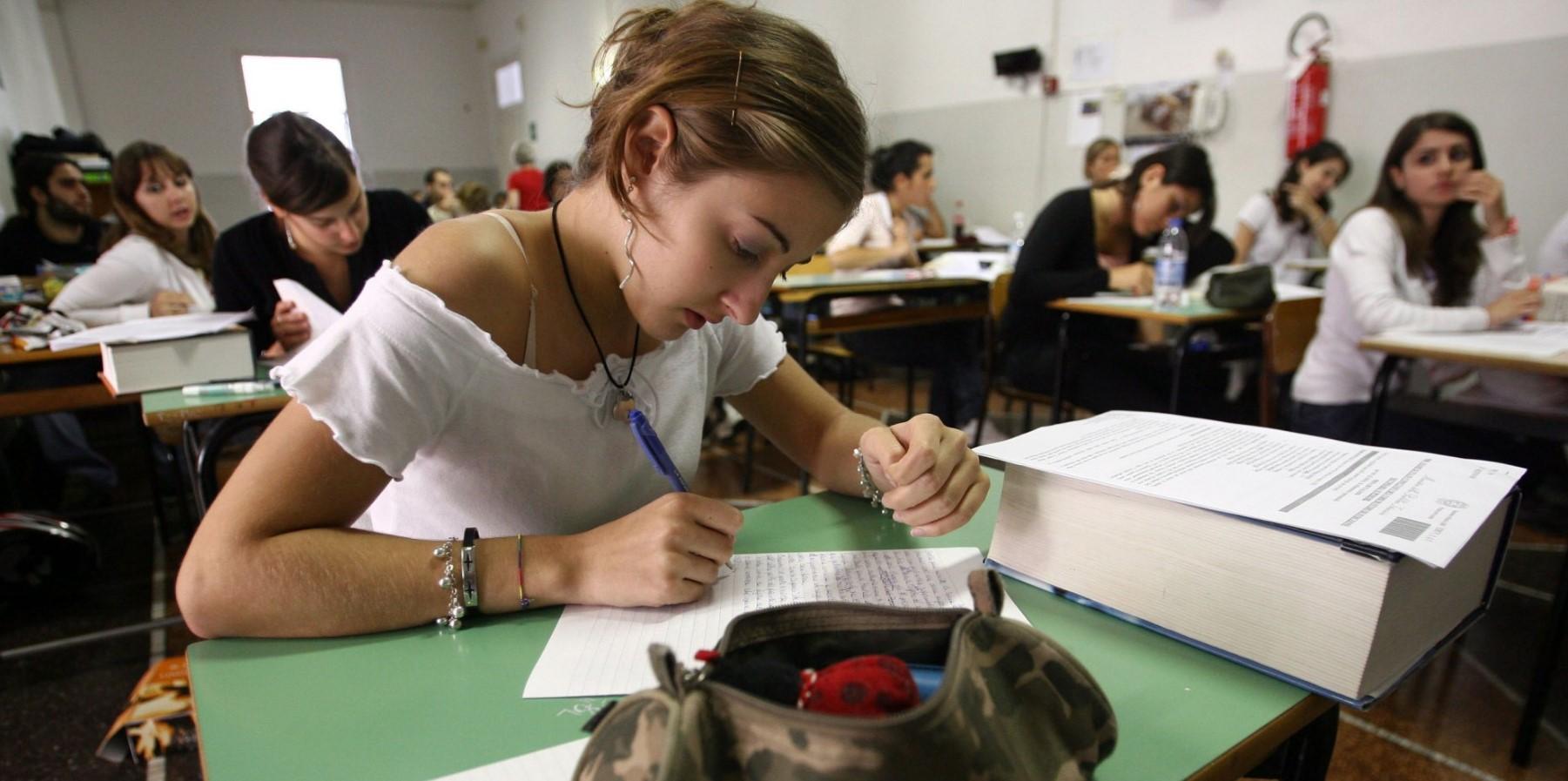 scuola-esame-maturita-studenti-studentessa