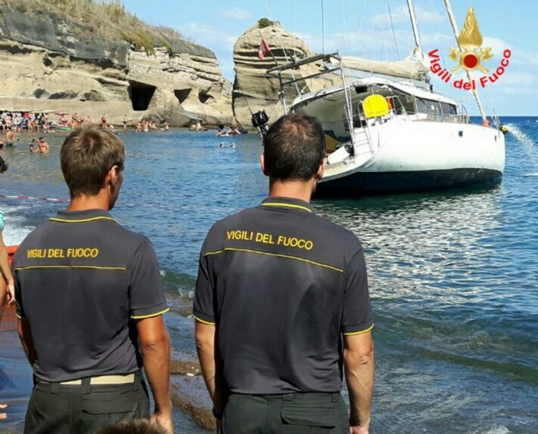 barca-incendio-ventotene