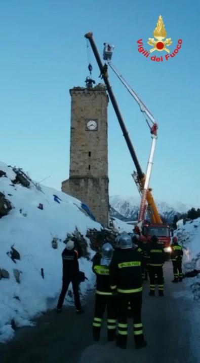 recupero-campana-torre-amatrice-vigilifuoco2