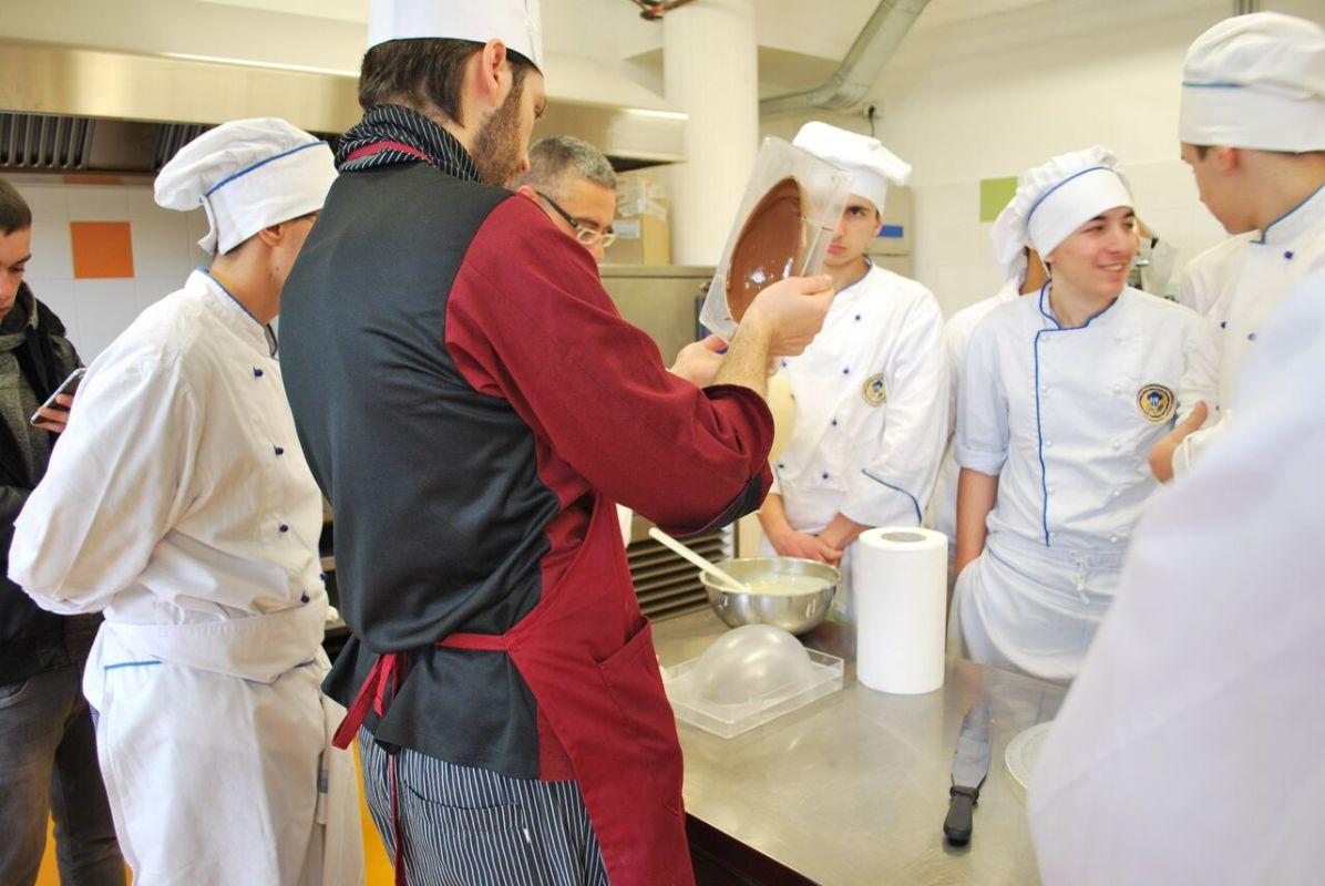 Il docente Alfonso Lanza con gli studenti