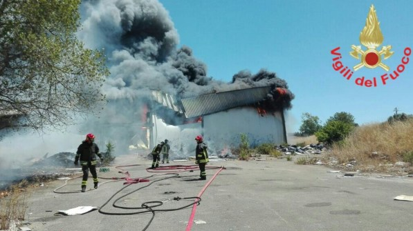 incendio-ex-cooperativa-campoverde-aprilia
