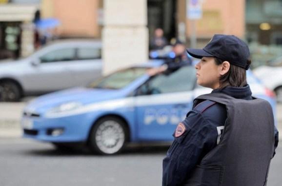 polizia-agente-generica-auto