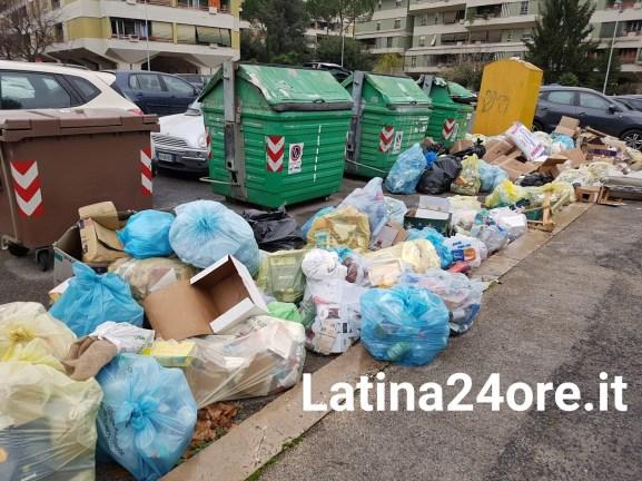 rifiuti-latina-strada-viafiuggi-2018
