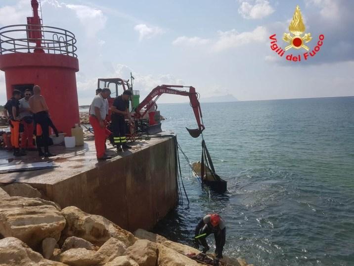 vigili-fuoco-recupero-barca-riomartino-2018-6