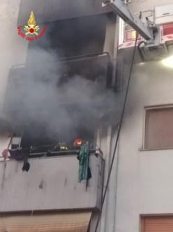 incendio-palazzo-cisterna-4