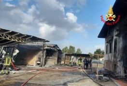 incendio-capannone-sabaudia-3