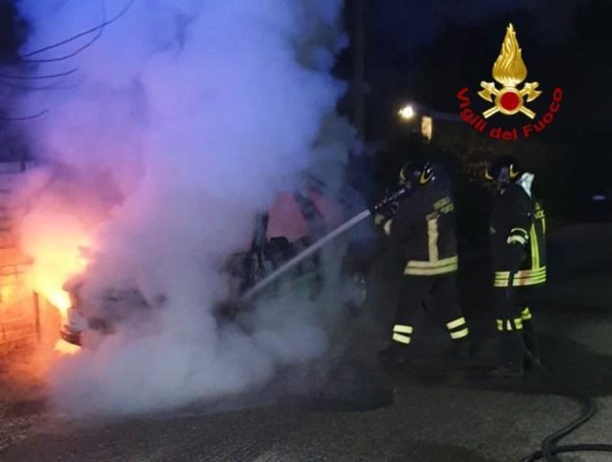 auto-incendio-aprilia
