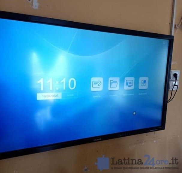 schermo-interattivo-scuola-latina