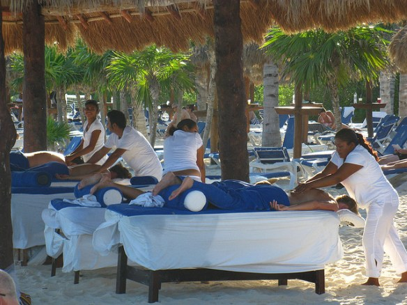 beach massage, things to do in Playa Del Carmen