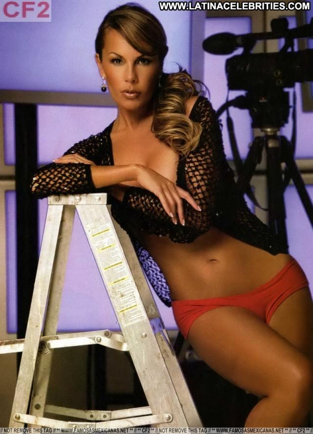 Adriana Riveramelo H Para Hombres Stunning Brunette Hot Celebrity