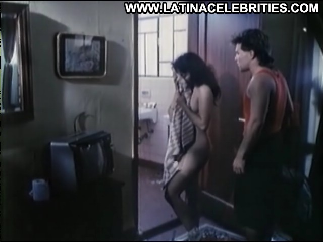 Claudia Guzm En Un Motel Nadie Duerme International Brunette Small