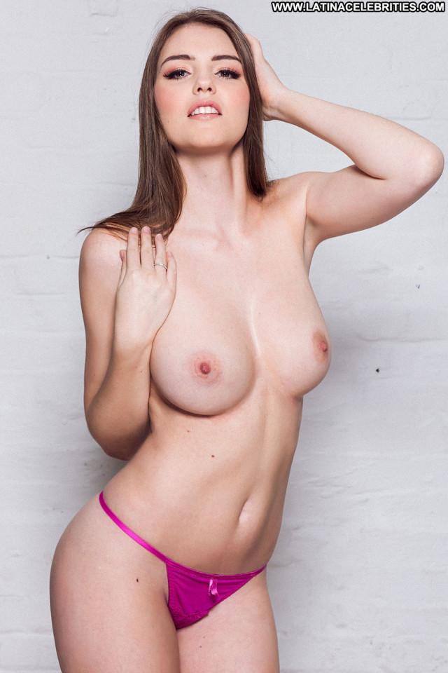 Zoe Hardman Celebrity Big Tits Babe Boobs India Beautiful Posing Hot