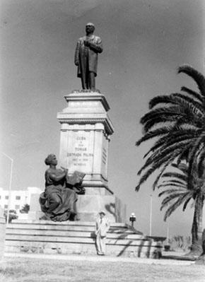 https://i1.wp.com/www.latinamericanstudies.org/1895/palma-estatua.jpg