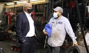 Warren Evans visita Lopez Tire