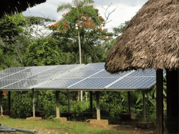 Paneles solares Sarayaku