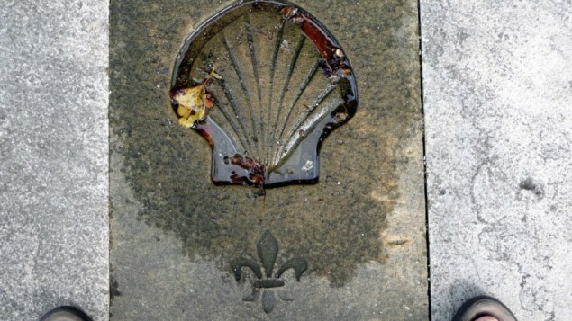A shell marking the route along the Camino de Santiago (Manuel/Flickr)