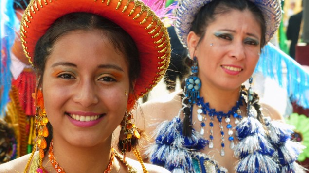 Latinas from the Altiplano (Eddy Van 3000/Flickr)